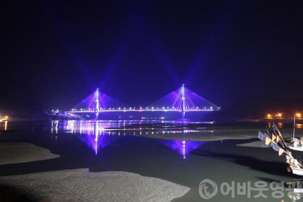 """3.""""영광대교 야간경관조명으로 색다른 볼거리 제공""""-2.JPG"""