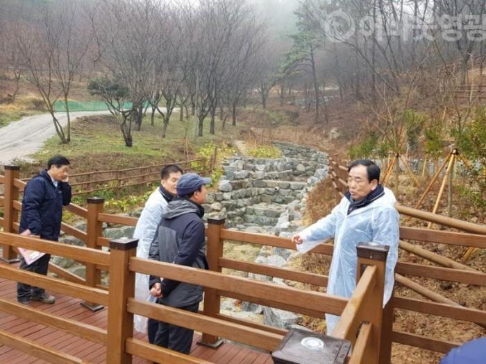 2.김준성 영광군수, 물무산 행복숲 조성사업 최종점검-3.JPG