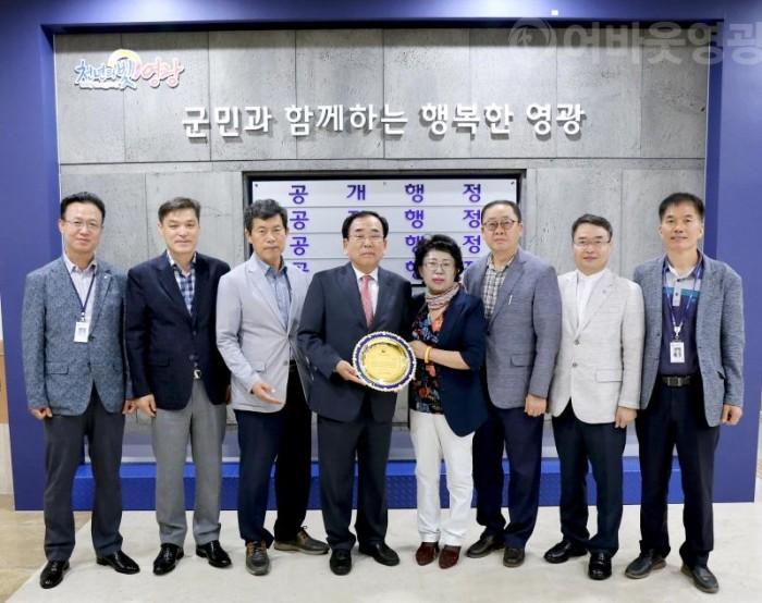 크기변환_김준성영광군수 지구촌희망펜상수상1.JPG