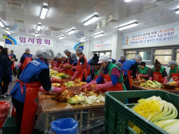 법성면, 새마을 부녀회 사랑의 김장 나눔 행사 펼쳐-3.jpg