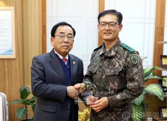 김준성영광군수, 제31보병사단장 감사패 수여받다 1.JPG