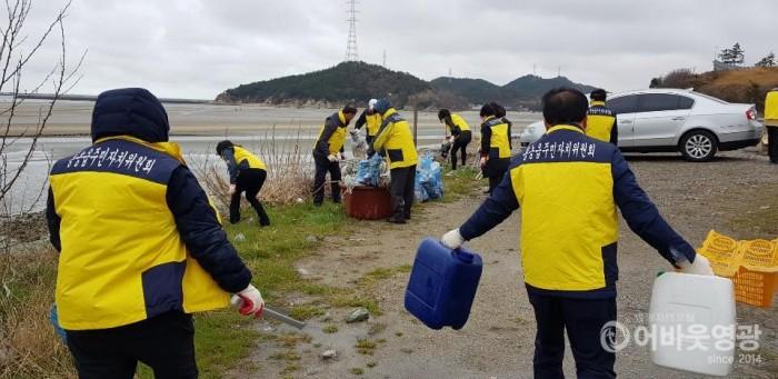 홍농읍 주민자치위원회 환경정화 활동 실시 1.jpg