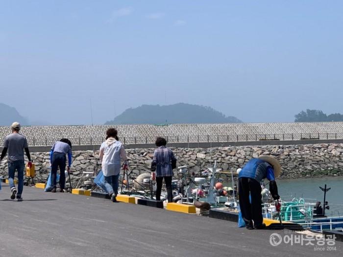 홍농읍, 가마미해수욕장 환경정화활동 펼쳐 3.jpeg