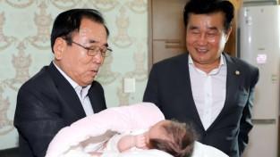 영광군, 10째아 다둥이 가정 잇따른 탄생에 군민들 축하 1.JPG