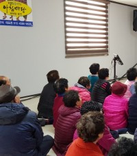 '정자랑 집 나온 아즈매들' 경로당 위문 공연 펼쳐